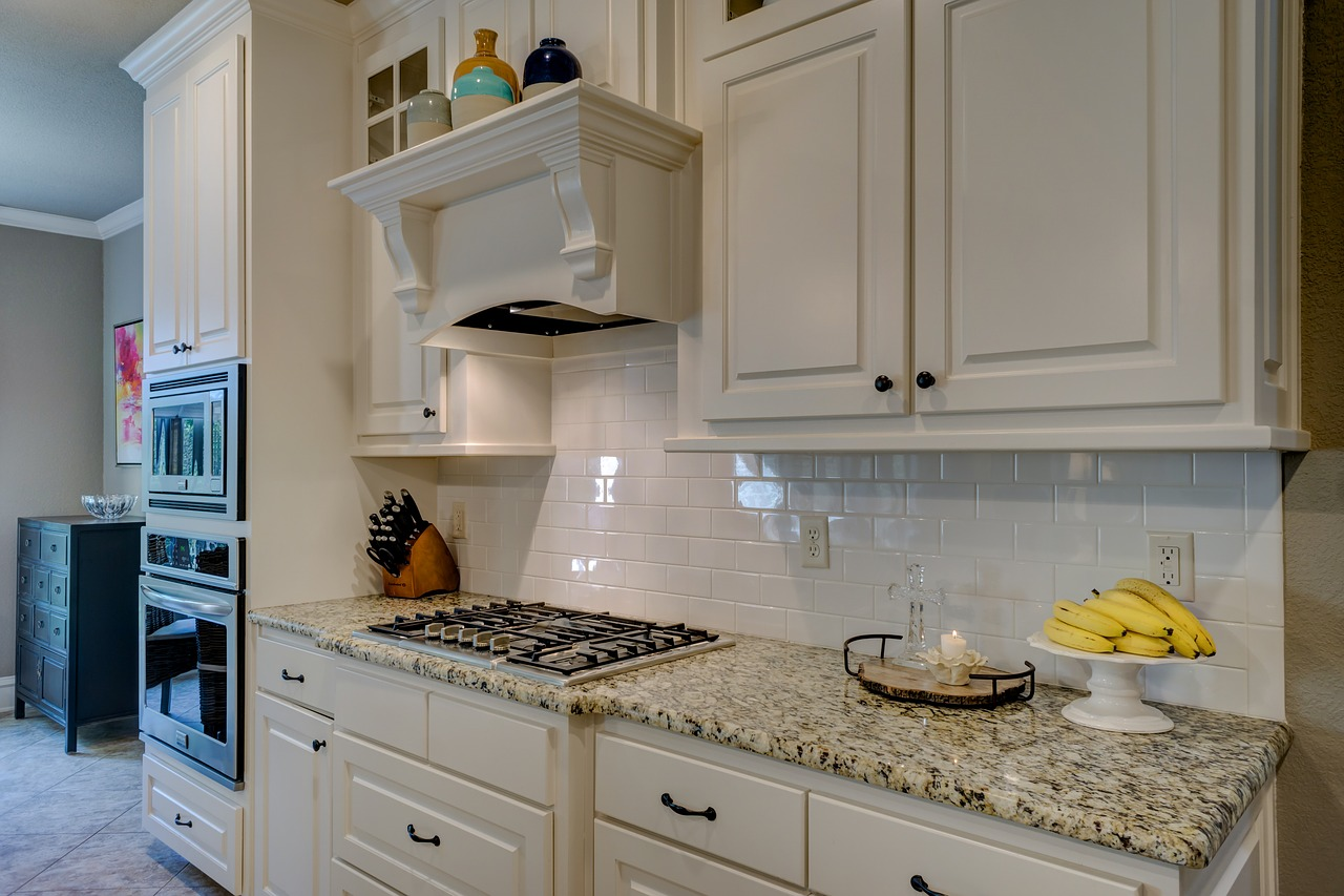 Küche mit Einbaugeräten